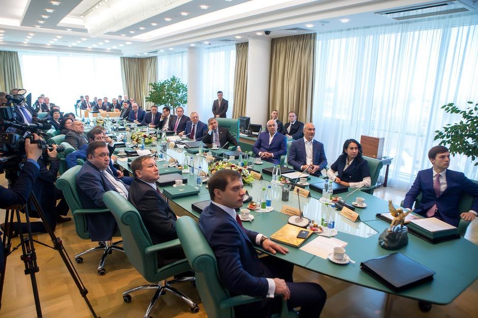Акционеры ао сидят за круглым столом