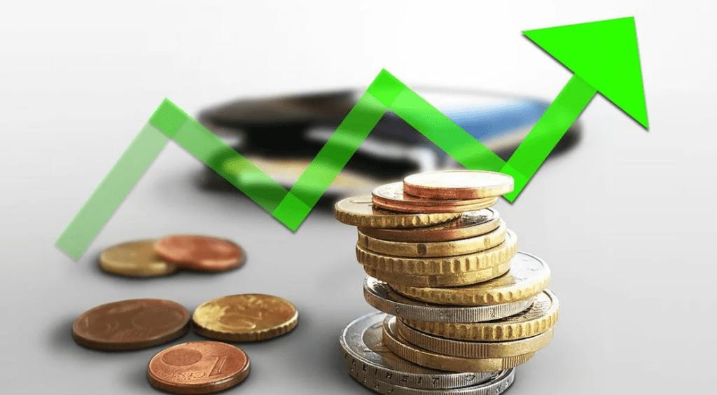 Растущая инфляция на фоне монет.