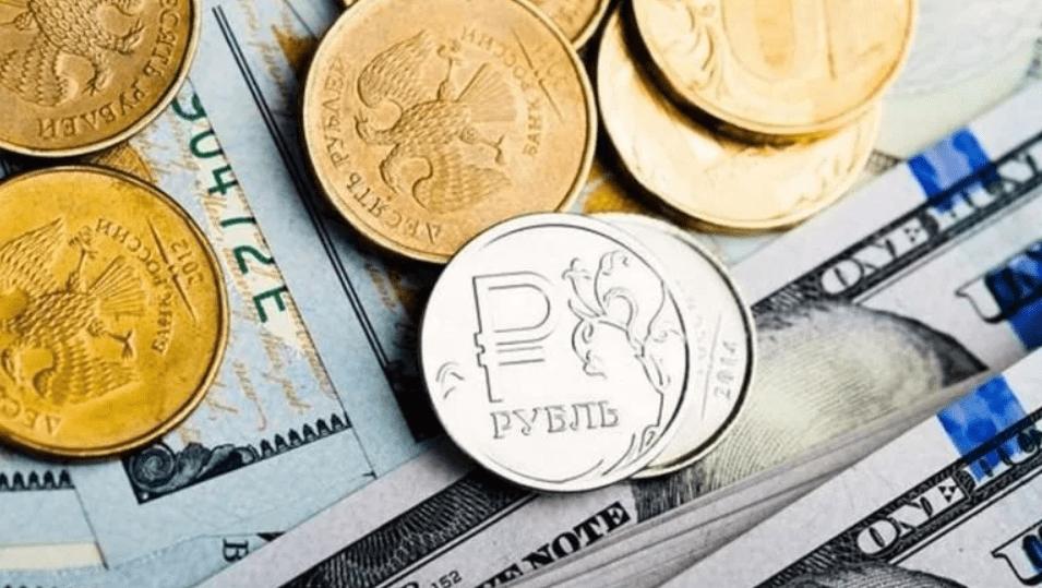 Рубли на фоне долларов