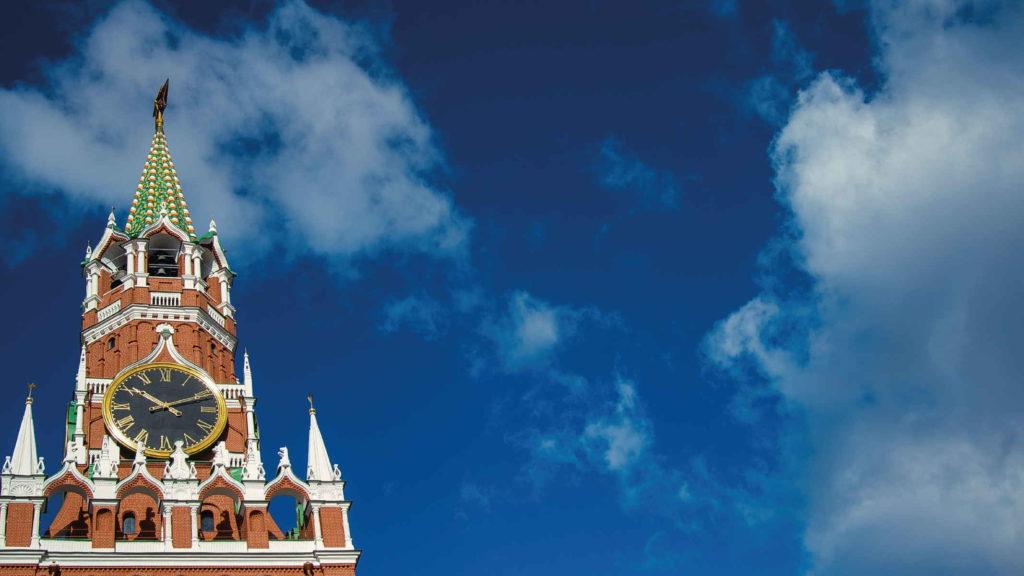 Башня кремля на фоне неба