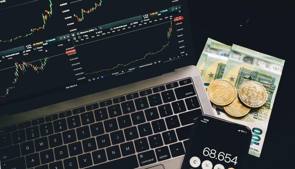 Графики акции на комьютере