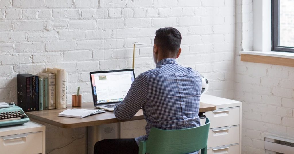 Мужчина и фондоотдача в компьютере