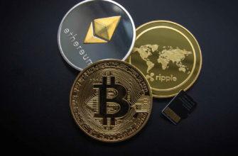 Монеты криптовалюты лежат вместе